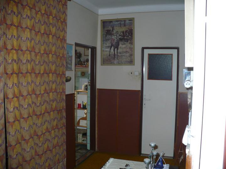 Pôvodný stav jún 2010 - vchod do špajze, budúca dolná kúpeľňa