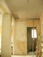 Chodba prizemie znizeny strop