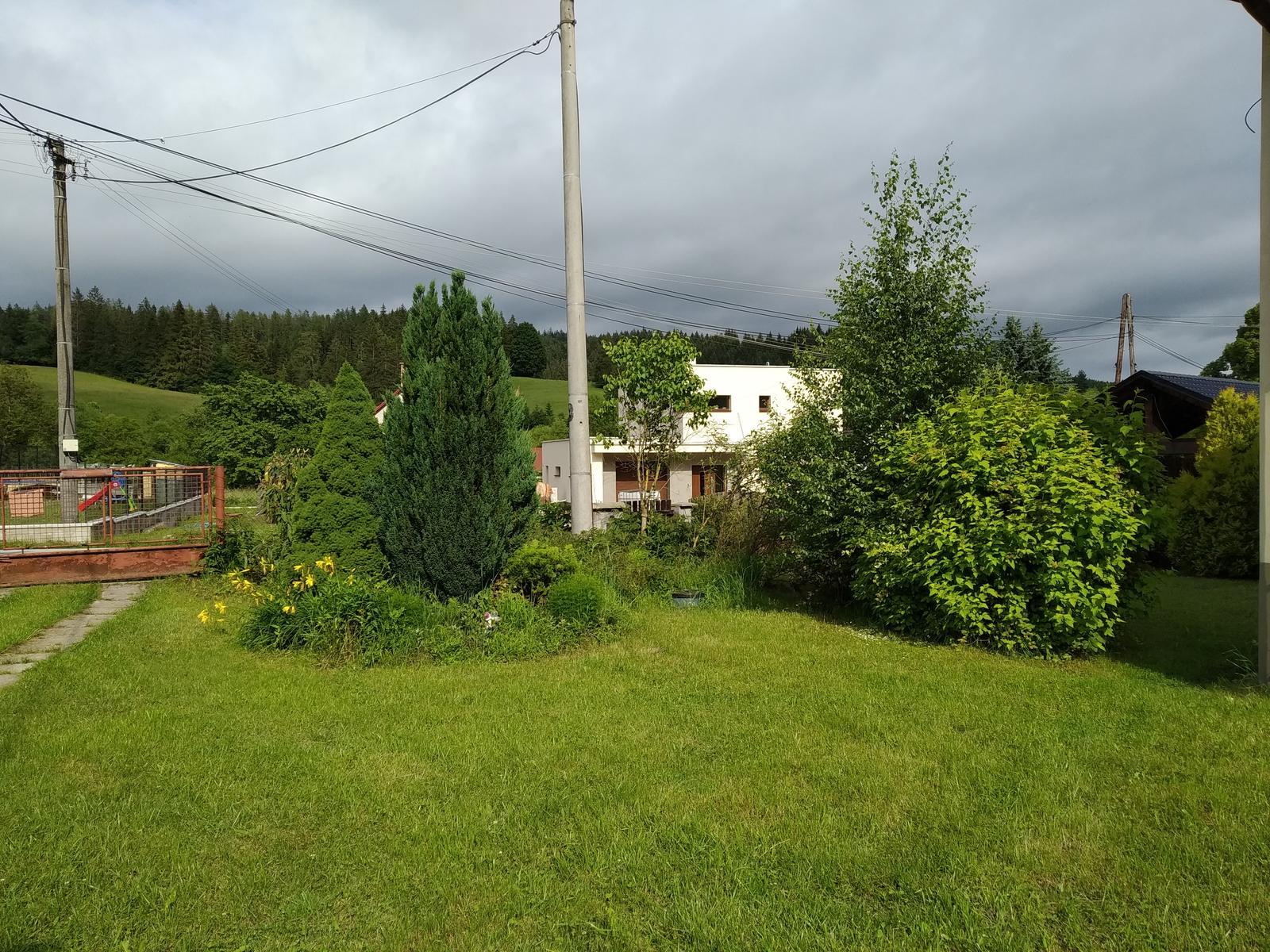 Babkina záhrada - Ešte bránku by som mohla skultúrniť.