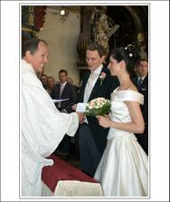 veselý pan farár a štastní skoro-novomanželé :)