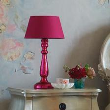 Chcelo by to lampu, ktora vyzera predovšetkým dekorativne, ale zaroven poskytuje dostatok svetla na čitanie ...