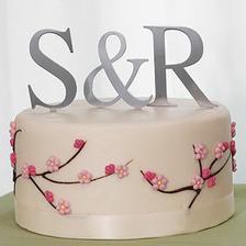 Krásný dort, hodil by se ke kytici