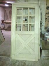 dvere pred lakovačkou