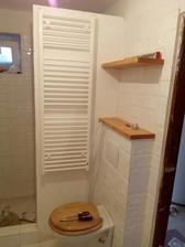 """""""nábytok"""" v spodnej kúpeľni postupne pribúda"""