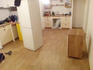 podlaha v kuchyni a na celom podlazi rovnaka