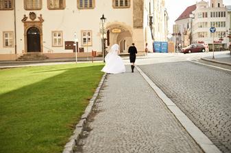 Nevěsta chtěla utéct,ale svědkyně ji nenechala....potvora :DD