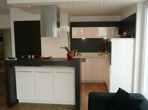 Kuchyně, které mě inspirují..a moje věčné dilema.. - ach..ty barvičky..jen prac deska by byla v děkoru dřeva..