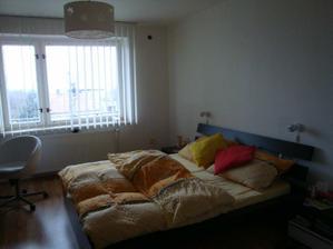 Naše ložnice :-) Nad postelí ještě přibudou fotky, jen ještě vybrat které :-))