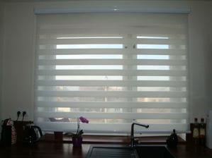 Potřebovali jsme hnusné staré okno úplně schovat (nové zatím nejsou v plánu :-)) a tadle roleta je fakt skvělá ;-)