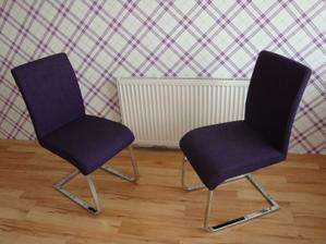 Nové židle ;-) Jen na stůl si musíme počkat až do půlky května :-(