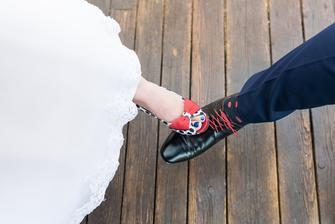 Dalo mi to zabrat najít modré ponožky s červenými puntíky...