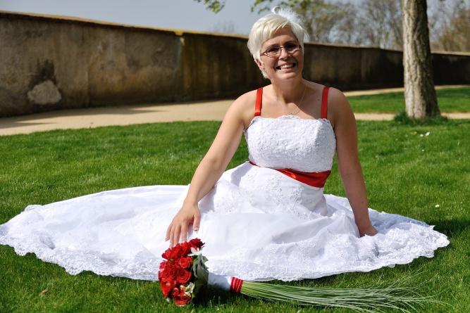 Svatební šaty na prodej (vel. 42-46) - Obrázek č. 1