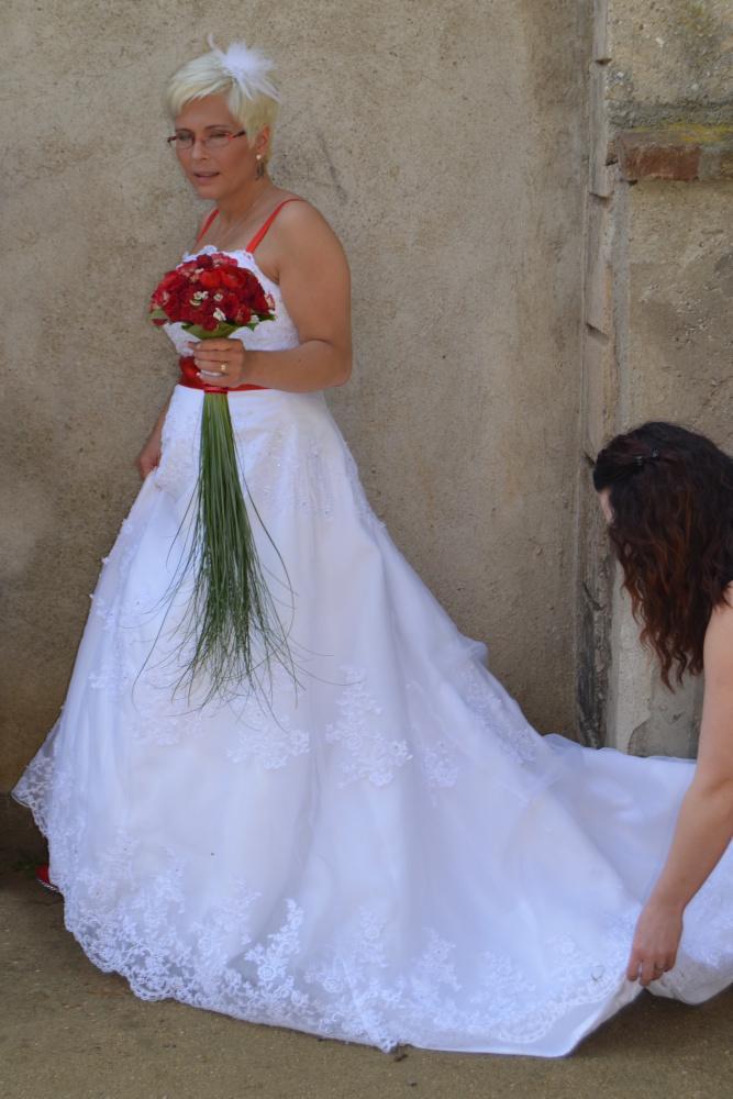 Svatební šaty na prodej (vel. 42-46) - Obrázek č. 2