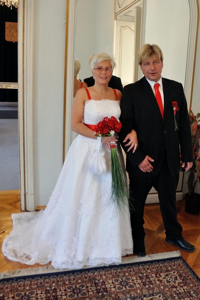Svatební šaty na prodej (vel. 42-46) - Obrázek č. 3