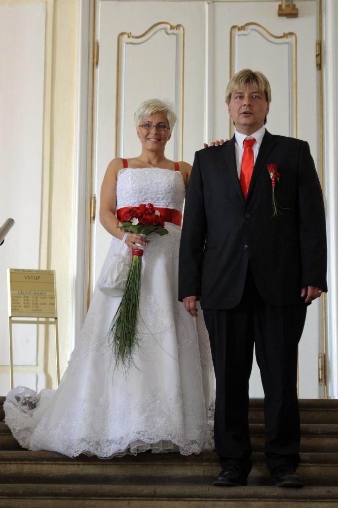 Svatební šaty na prodej (vel. 42-46) - Obrázek č. 4