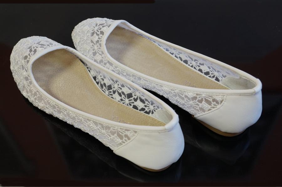 Krajkové svatební balerínky - Cena 600 Kč.