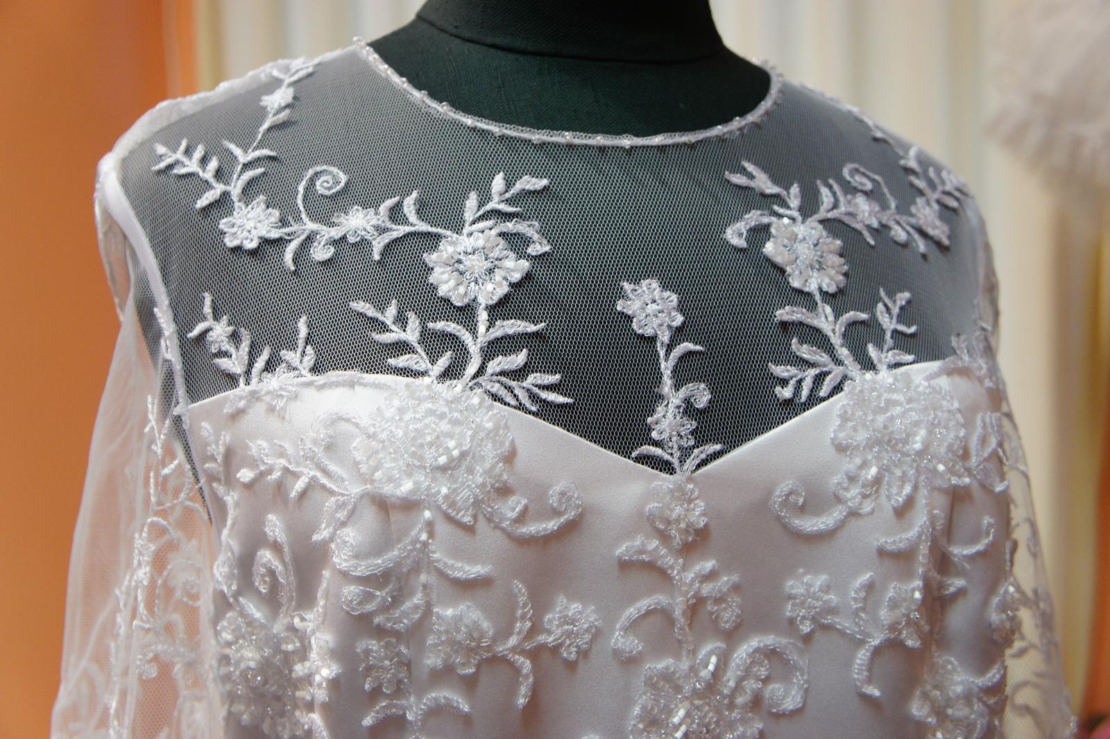 Netradiční svatební šaty na prodej - Prodejní cena se nyní snížila na 5000 Kč.