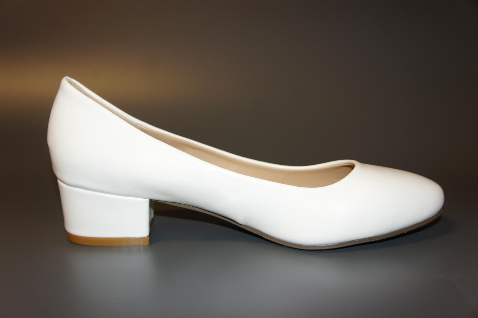 Svatební lodičky ve vel.38 na širším podpatku jsou nyní zlevněny na 500 Kč - Tyto boty ve vel.38 jsou dočasně zlevněny na 500 Kč.