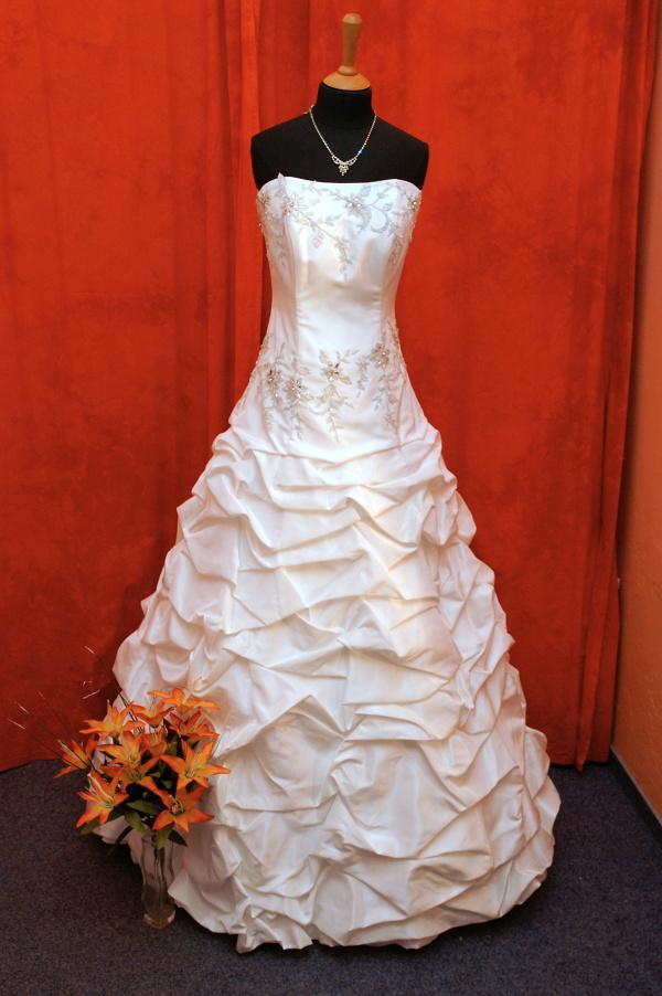 Další krásné svatební šaty na prodej, tak neváhejte a přijďte si vybrat ty své  :-) - Obrázek č. 1