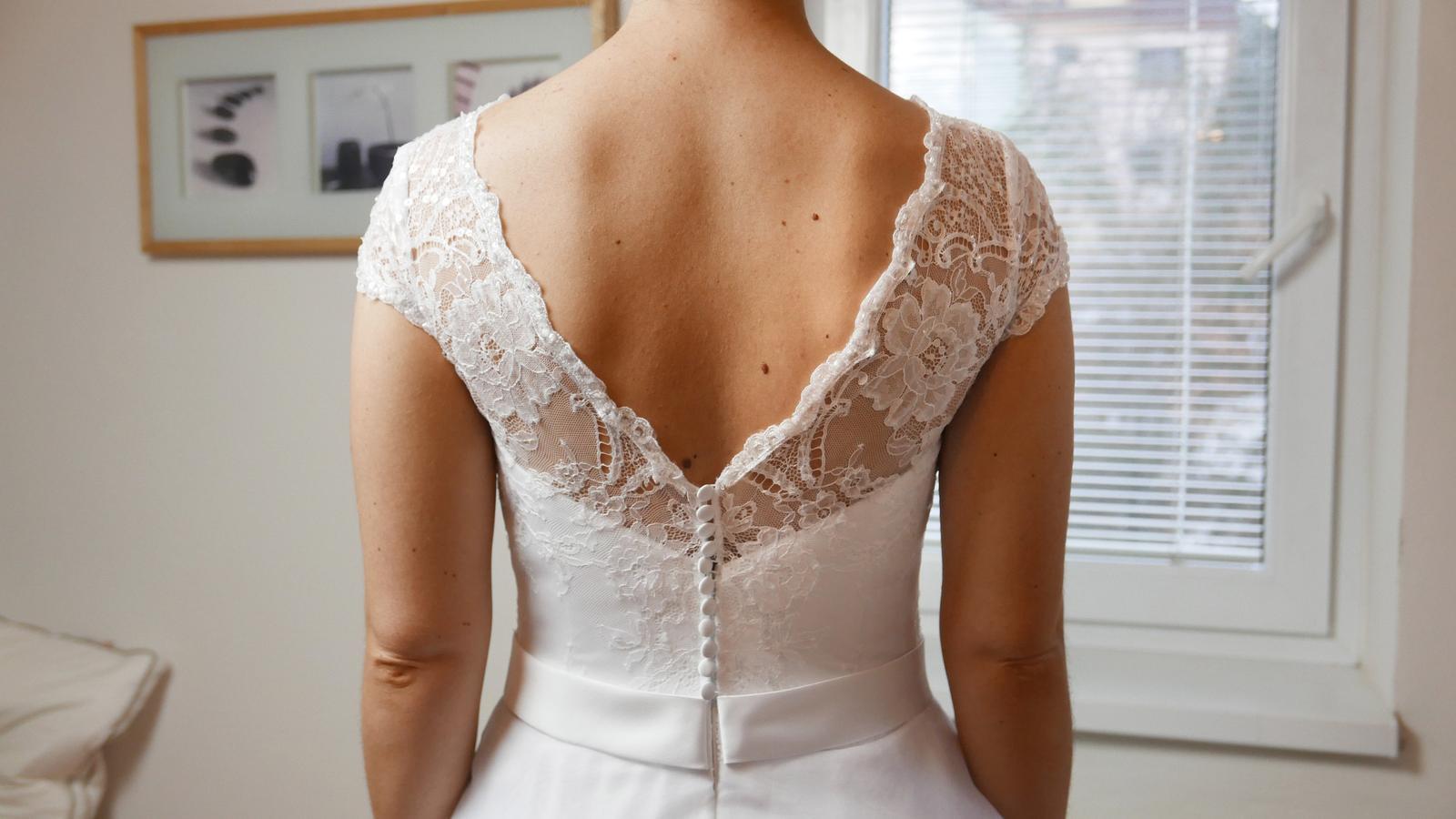Další krásné svatební šaty na prodej, tak neváhejte a přijďte si vybrat ty své  :-) - Obrázek č. 6