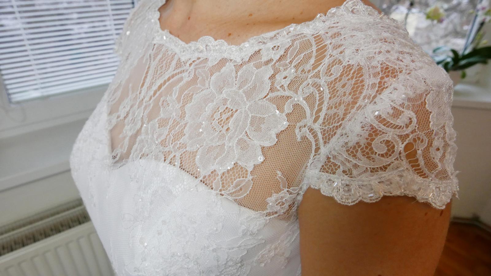Další krásné svatební šaty na prodej, tak neváhejte a přijďte si vybrat ty své  :-) - Obrázek č. 7