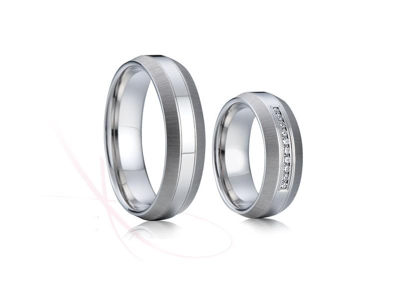 Přijďte si vybrat ze široké nabídky snubních prstenů z chirurgické oceli (316L), která je v současnosti velice oblíbený kov pro svoji cenu, ale i vlastnosti. - Obrázek č. 2