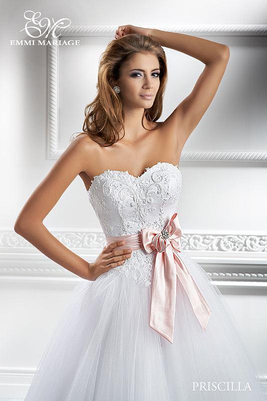 Opět pro Vás máme připravený nový model, tentokrát nádherné šaty značky EMMI MARIAGE - Obrázek č. 3