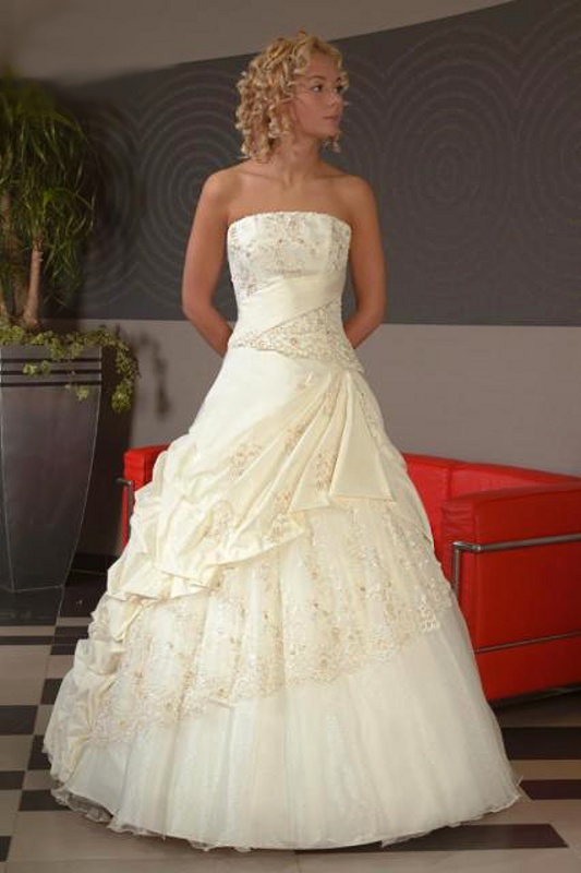 Výprodej svatebních šatů od 1500 Kč - Obrázek č. 1