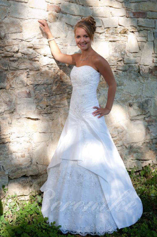 Výprodej svatebních šatů od 1500 Kč - Obrázek č. 3