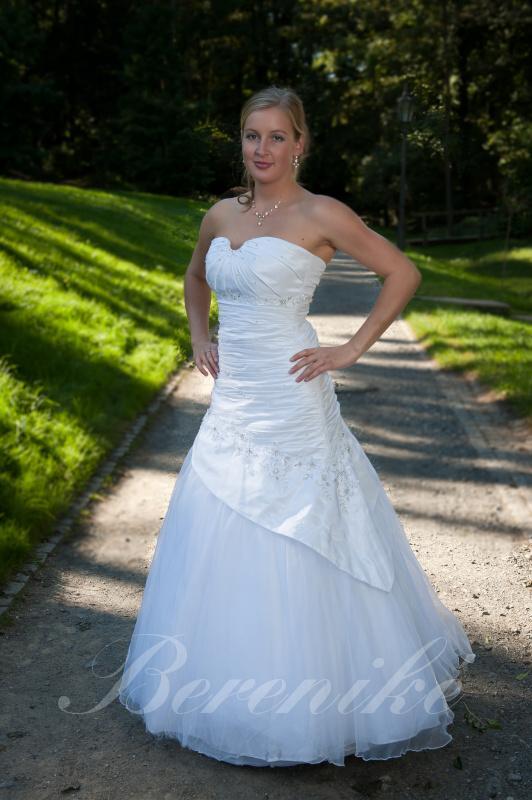 Výprodej svatebních šatů od 1500 Kč - Obrázek č. 7