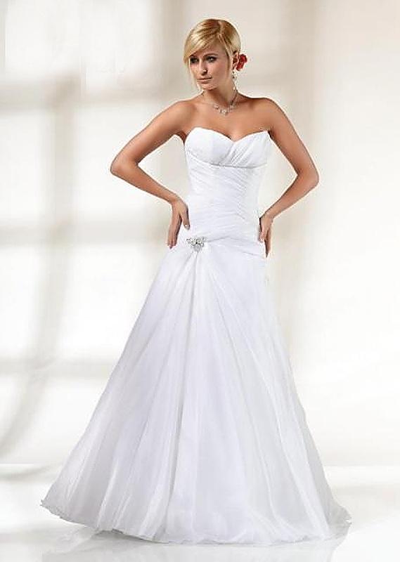 Výprodej svatebních šatů od 1500 Kč - Obrázek č. 8