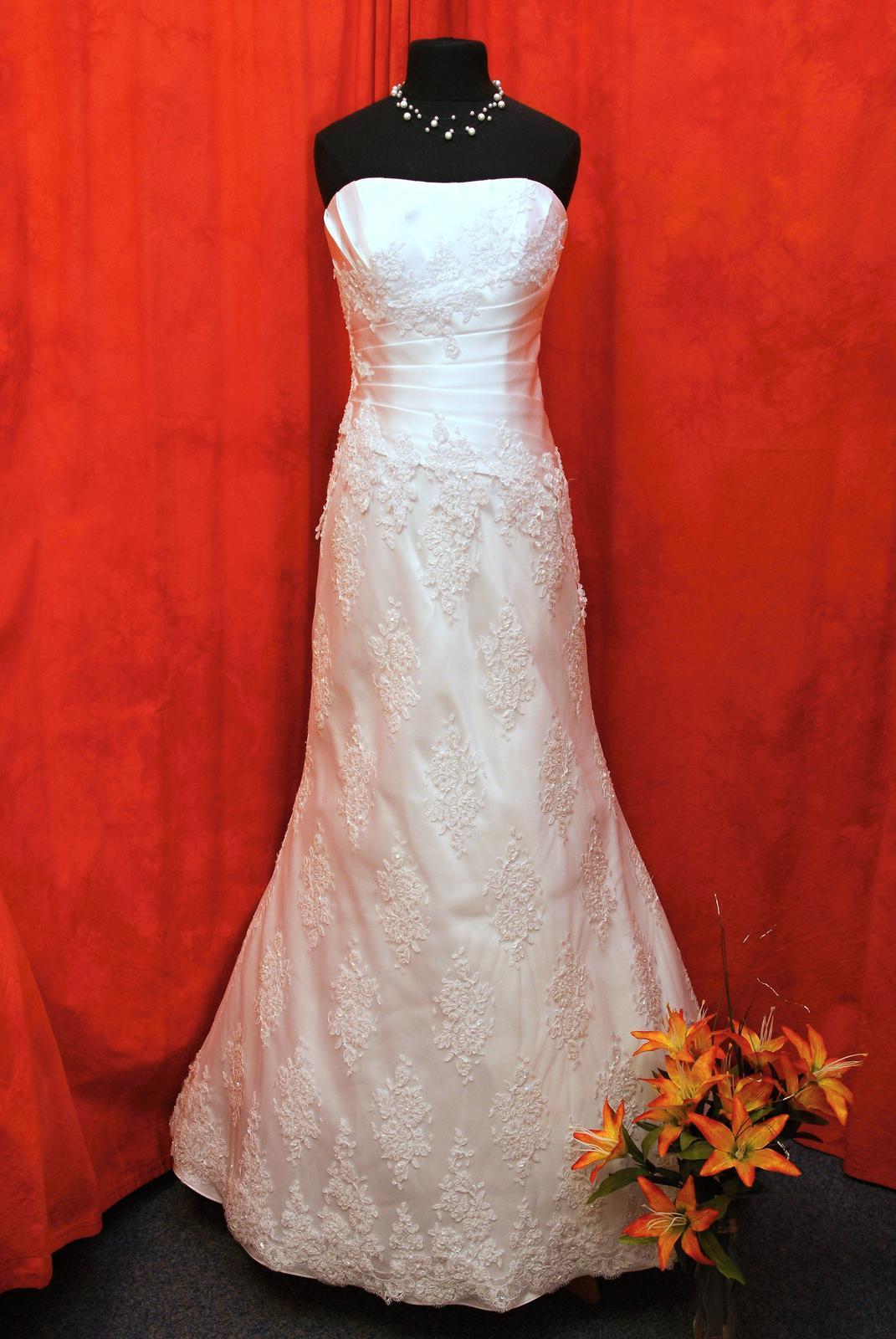 Výprodej svatebních šatů od 1500 Kč - Obrázek č. 9