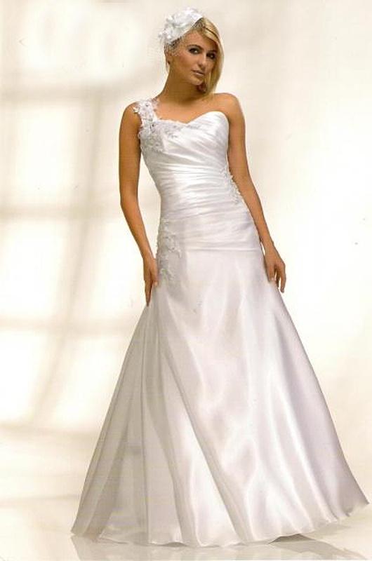 Výprodej svatebních šatů od 1500 Kč - Obrázek č. 10