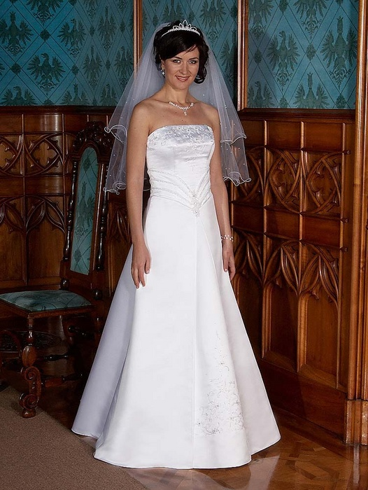 Výprodej svatebních šatů od 1500 Kč - Obrázek č. 11