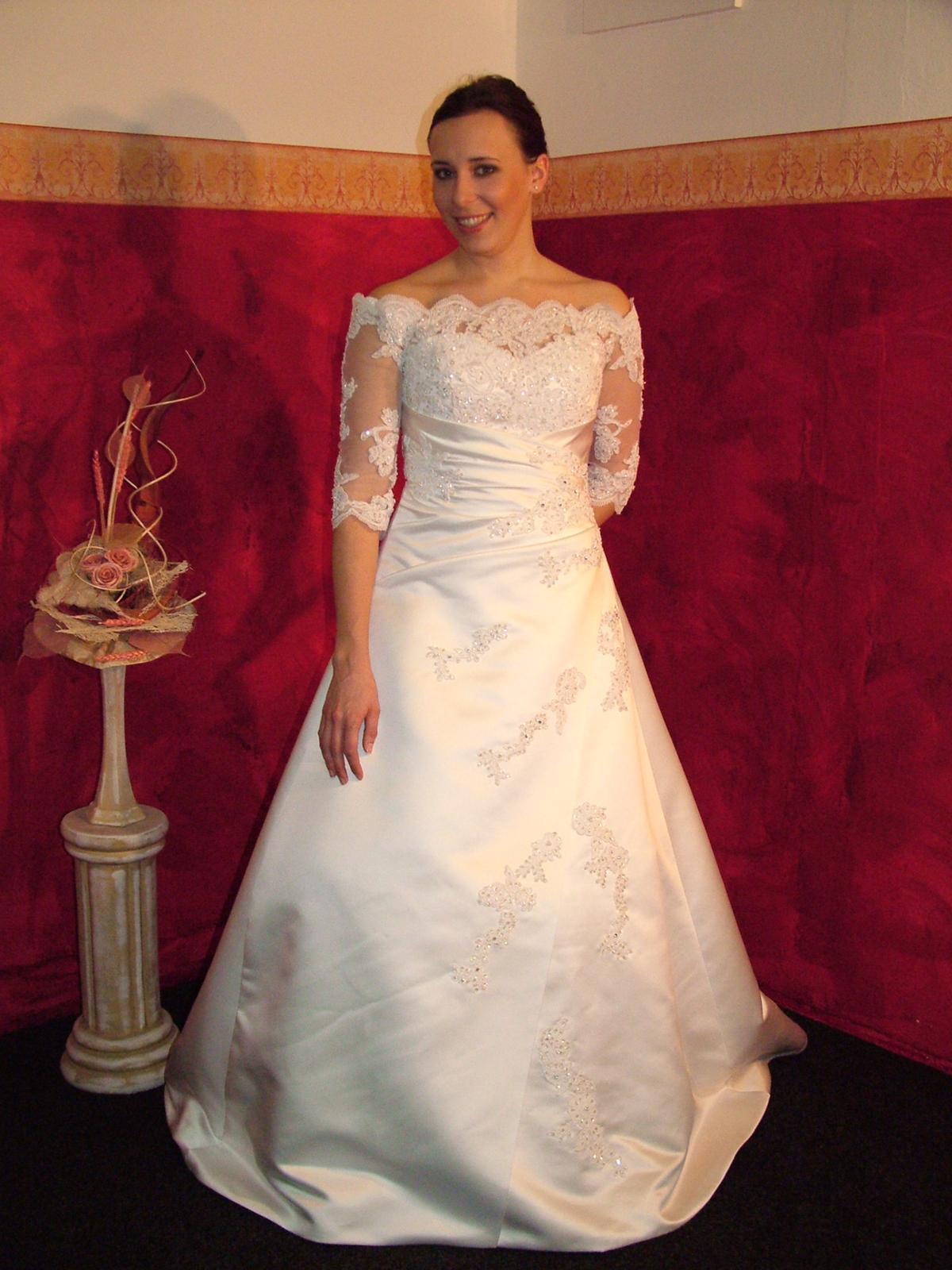 Výprodej svatebních šatů od 1500 Kč - Obrázek č. 12