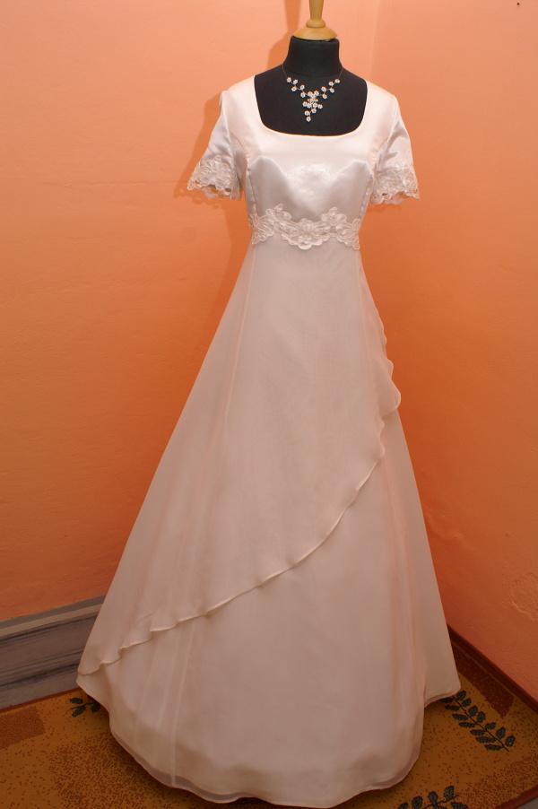 Výprodej svatebních šatů od 1500 Kč - Vel.46 - 2500 Kč, vel.50 - 1500 Kč