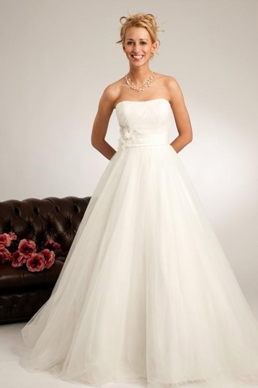Výprodej svatebních šatů od 1500 Kč - Obrázek č. 18