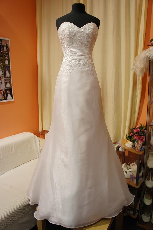 Výprodej svatebních šatů od 1500 Kč - Obrázek č. 22