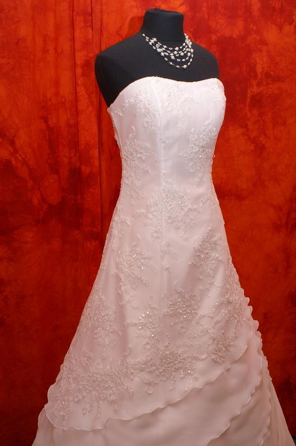 Velký výprodej svatebních šatů od 1500 - 2900 Kč. - Obrázek č. 1