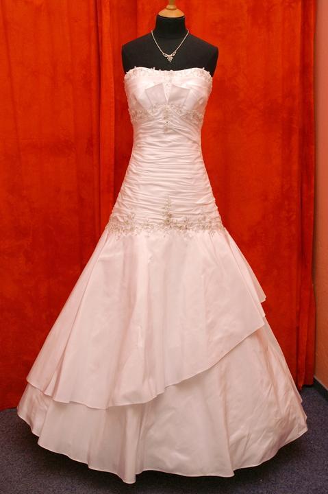 Velký výprodej svatebních šatů od 1500 - 2900 Kč. -  8627ca37e5