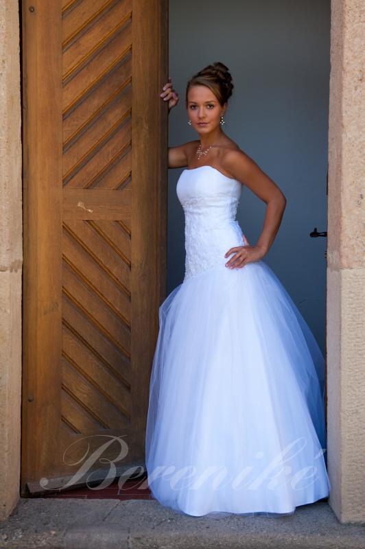 Velký výprodej svatebních šatů od 1500 - 2900 Kč. - Obrázek č. 4