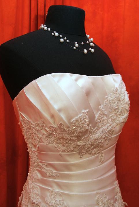 Velký výprodej svatebních šatů od 1500 - 2900 Kč. -  ac7097b6b2