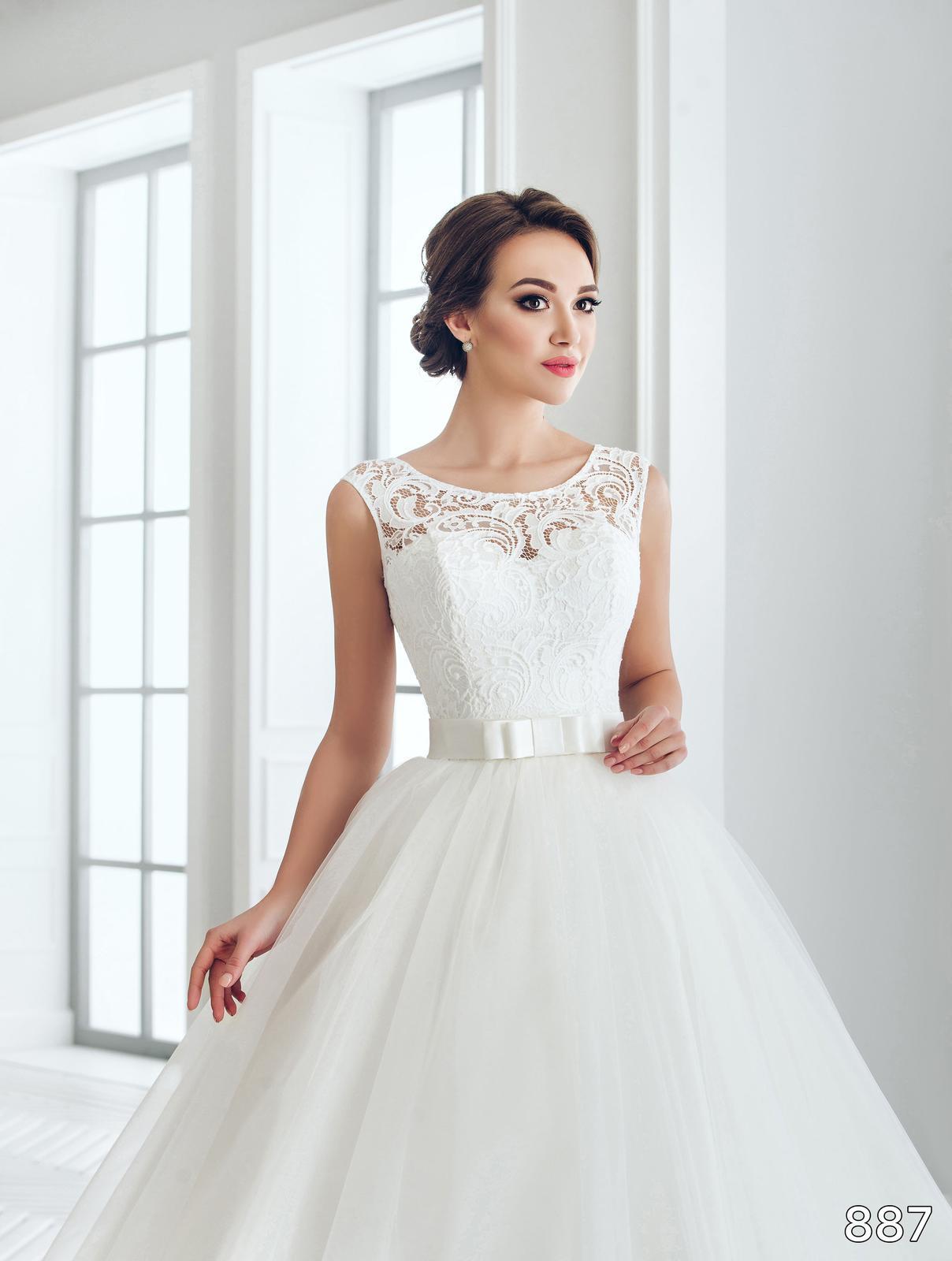 Na jarní sezónu jsme pro Vás připravili další nádherné svatební šaty, které si můžete u nás zapůjčit nebo zakoupit. - Prodejní cena 12500 Kč