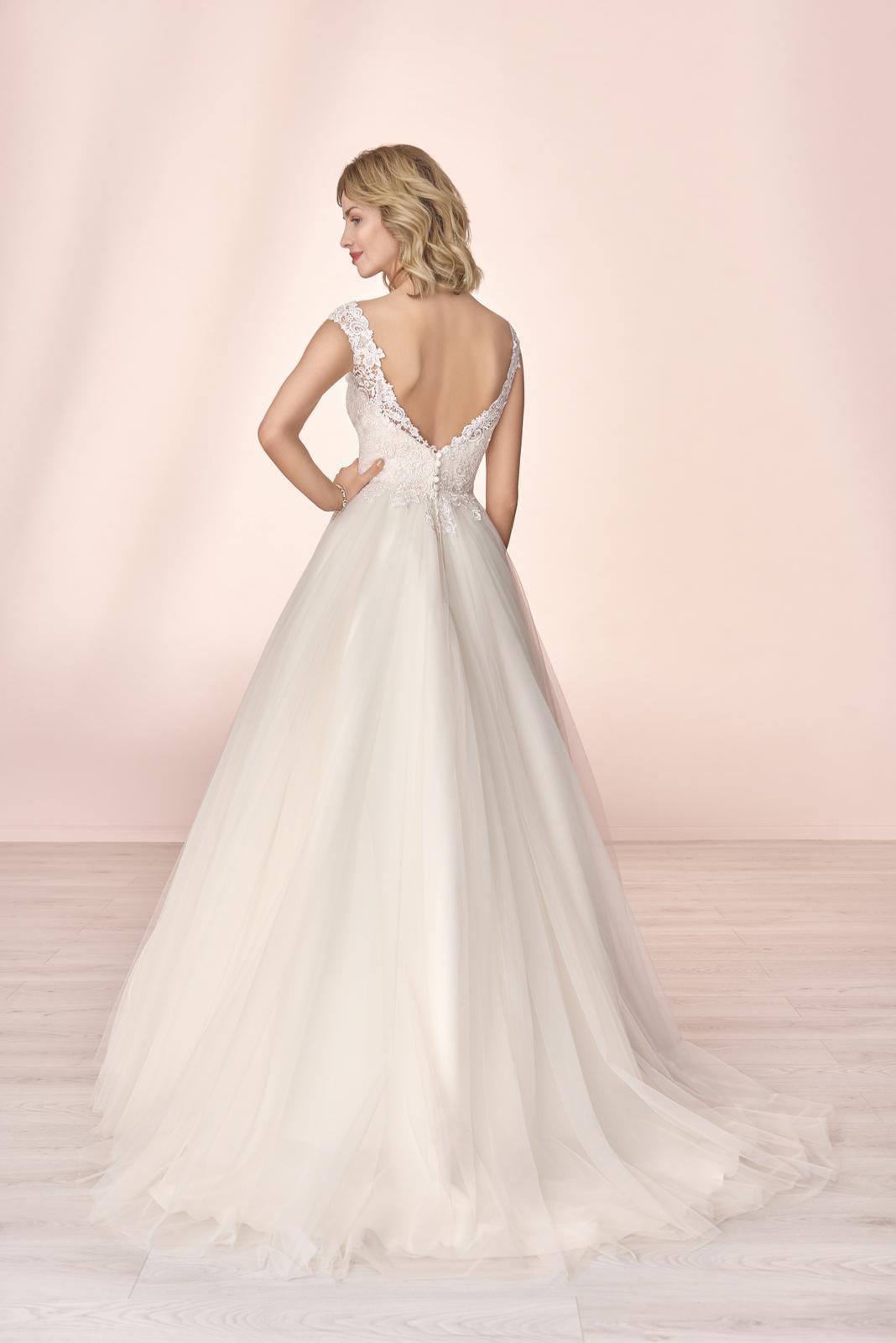 Nové svatební šaty zn. Elizabeth k vyzkoušení u nás v salonu. - Obrázek č. 2