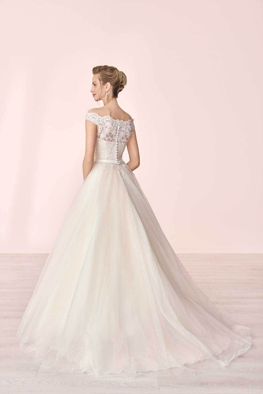 Nové svatební šaty zn. Elizabeth k vyzkoušení u nás v salonu. - Obrázek č. 3
