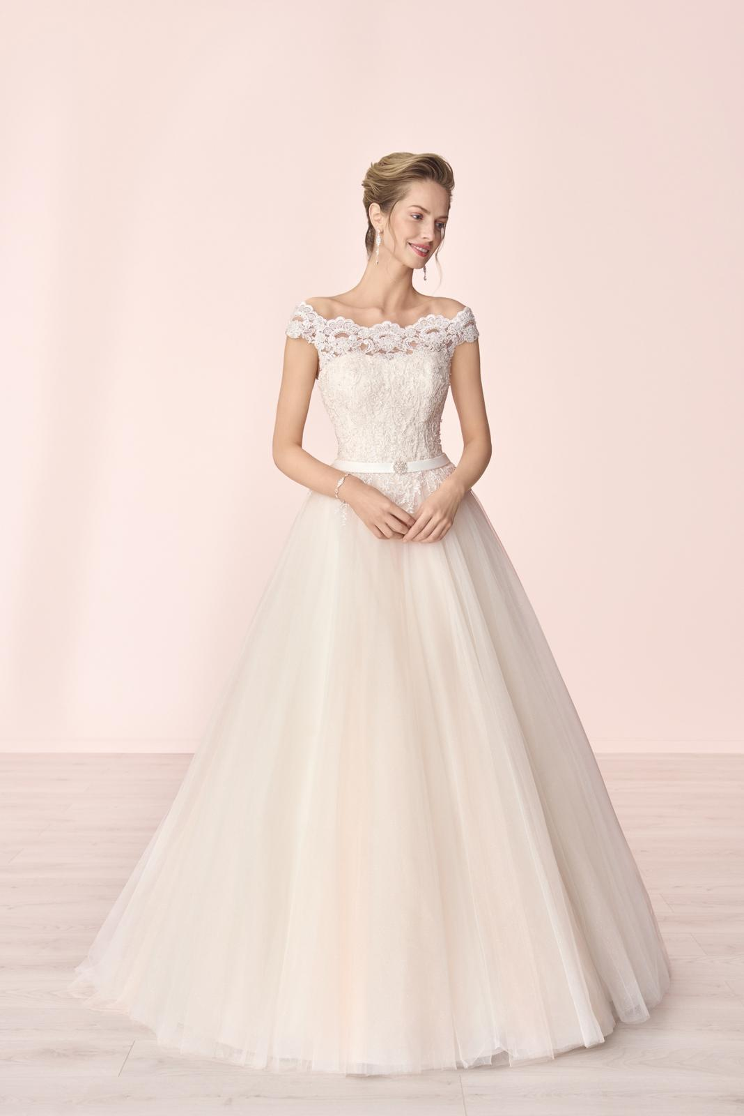 Nové svatební šaty zn. Elizabeth k vyzkoušení u nás v salonu. - Obrázek č. 4