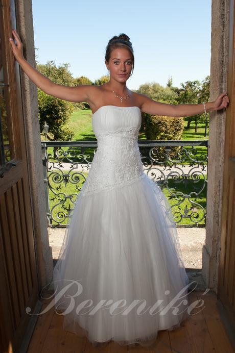 Svatební šaty s tylovou sukní - Obrázek č. 2