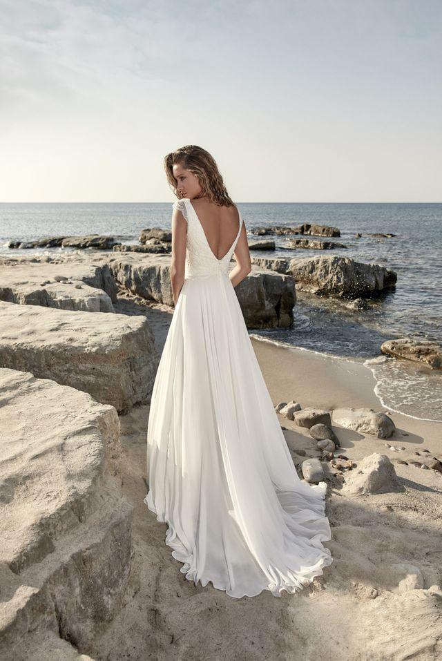 Na prodej nádherné lehké svatební šaty s živůtkem pokrytým francouzskou krajkou z kolekce  světoznámé značky HERVÉ PARIS model Targon v barvě Ivory a ve vel.40. - Obrázek č. 2