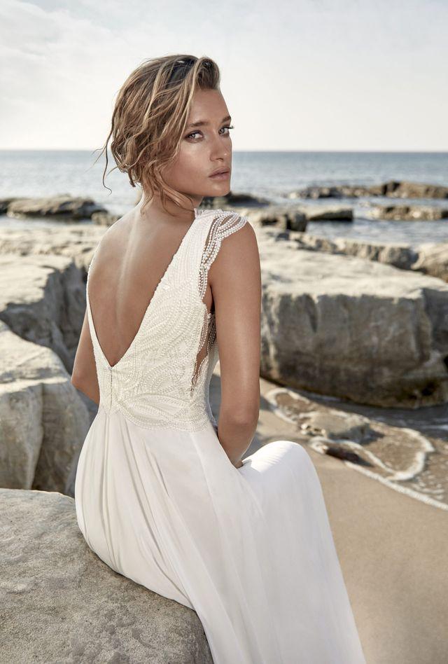 Na prodej nádherné lehké svatební šaty s živůtkem pokrytým francouzskou krajkou z kolekce  světoznámé značky HERVÉ PARIS model Targon v barvě Ivory a ve vel.40. - Obrázek č. 3