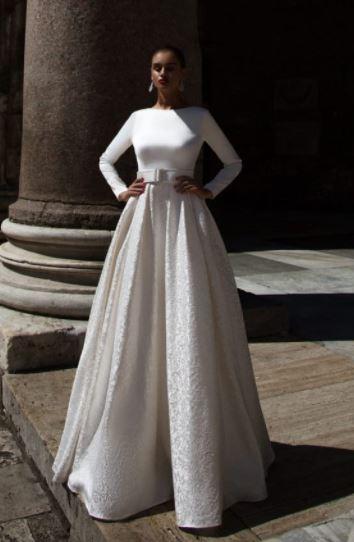 Hladké, jednoduché svatební šaty značky Tesoro Avellino, zkrácené rukávy do 3/4 délky, prodejní cena 12000 Kč - Obrázek č. 1